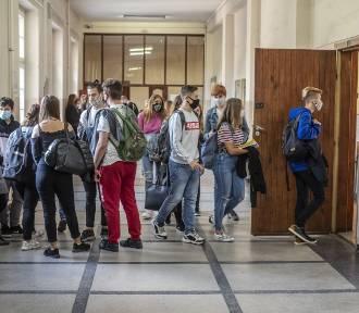 Sytuacja w szkołach w regionie. Koronawirus krzyżuje szyki