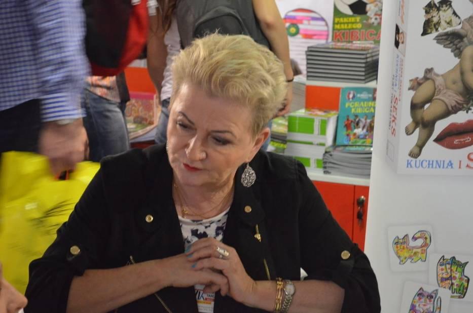 Hanna Bakuła promowała swoje książki na stoisku Firmy Księgarskiej Olesiejuk