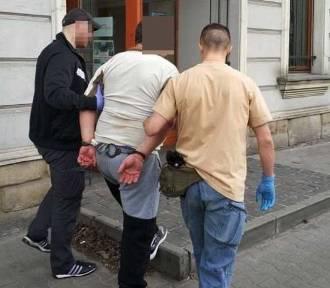 Nożownik w Katowicach. Ranny 65-letni mężczyzna trafił do szpitala. Policjanci szybko namierzyli