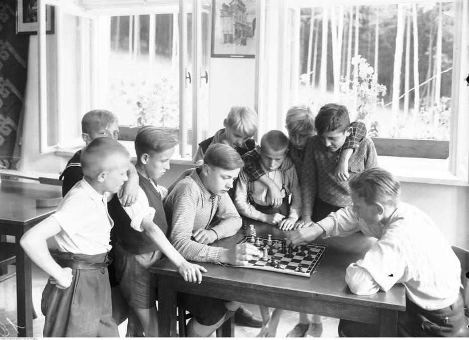 Przygotowaliśmy dla was galerię archiwalnych zdjęć z dziecięcej codzienności
