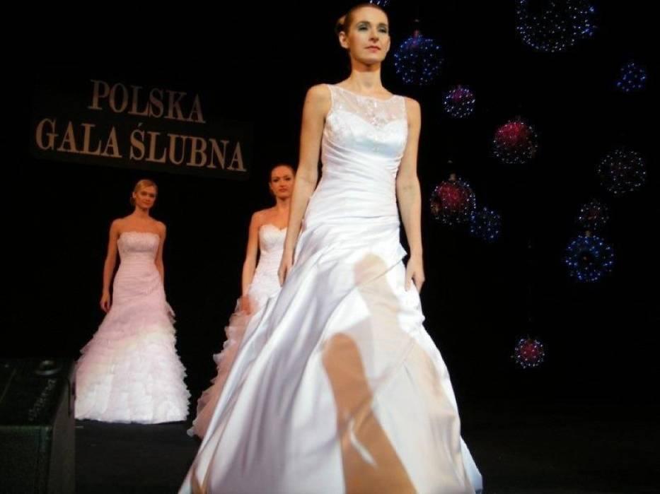 Pokaz mody ślubnej podczas X edycji targów