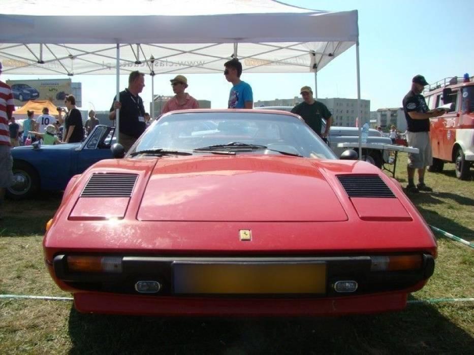 Nadwozie zostało zaprojektowane przez włoskie studio stylistyczne Pininfarina