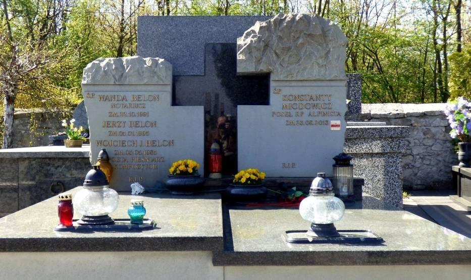 Groby znanych osób na buskim cmentarzu [ZDJĘCIA]