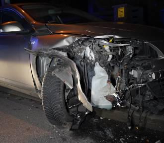 32-latek miał cztery promile. Na prostym odcinku uderzył w zaparkowany pojazd [ZDJĘCIA]