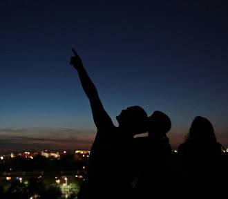 Perseidy 2020. Kiedy noc spadających gwiazd? Dokładne daty, wskazówki jak oglądać i fotografować
