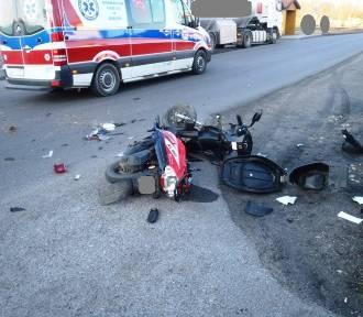 Wypadek w miejscowości Chruściel. Ciągnik uderzył w motorower [ZDJĘCIA]