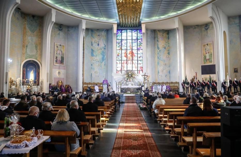 Raport: Młodzi ludzie nie wierzą w oczyszczenie Kościoła