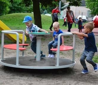 Przy Szkole Podstawowej nr 7 we Włocławku będzie plac zabaw. Dla wszystkich