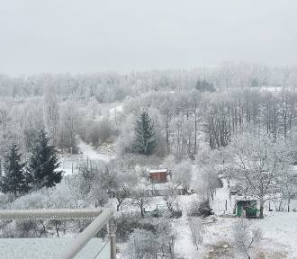 Zima pozuje do zdjęć! Piękne widoki z okien mieszkańców Krosna Odrzańskiego i okolicy