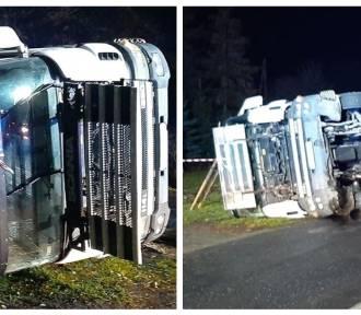 Wypadek samochodu ciężarowego przewożącego kurczaki w powiecie aleksandrowskim [zdjęcia]