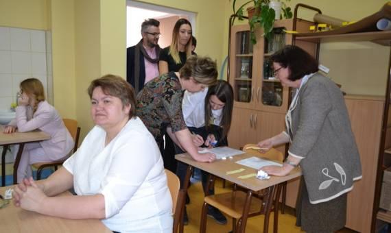 Matura 2016 - dziś maturzyści piszą egzamin z języka polskiego FOTO WIDEO