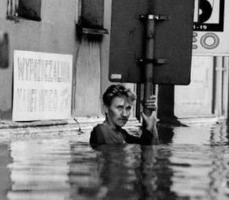 Powódź 1997 we Wrocławiu. 19 lat temu miasto było pod wodą (ZDJĘCIA, FILMY)