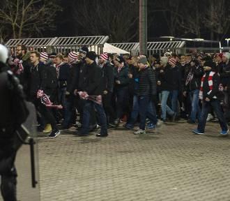 Derby Krakowa 2016. Kibice Cracovii przemaszerowali na stadion Wisły [ZDJĘCIA, WIDEO]