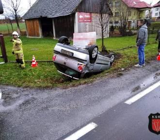 Dachowanie na DK 28 w Graboszycach. Jechała za szybko [Zdjęcia]