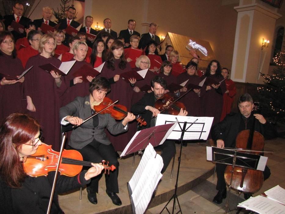 Nastrojowy koncert kolęd w wykonaniu libiąksich chórów wsparł kwartet smyczkowy z Krakowa
