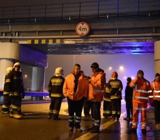 Samochód wjechał w wiadukt kolejowy na K6 w Redzie [ZDJĘCIA, VIDEO]