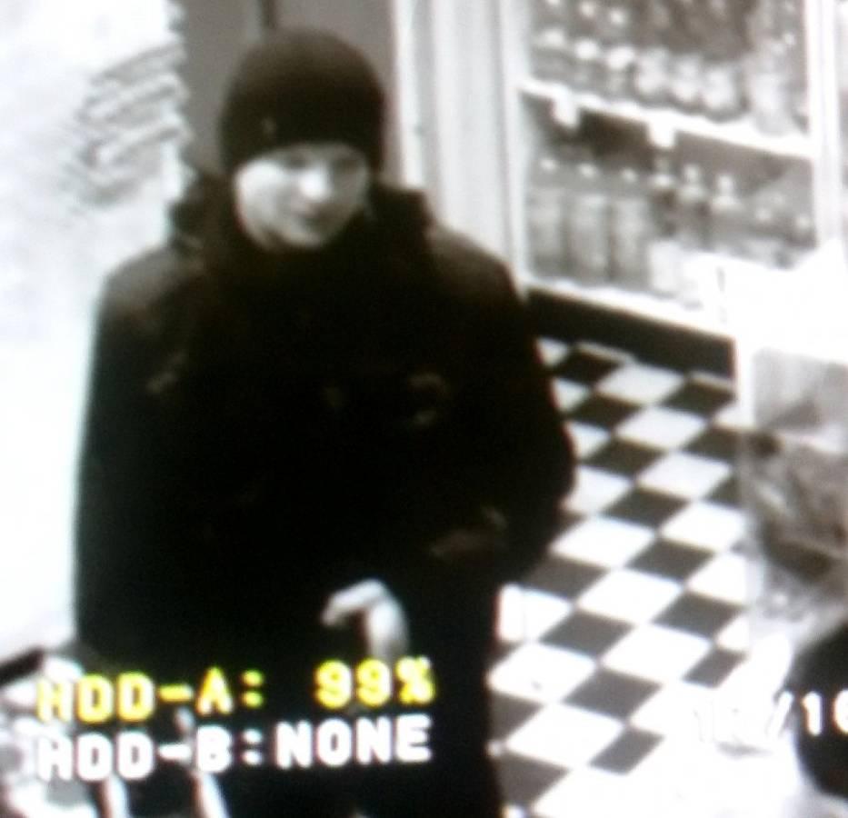 Poszukiwany przez policję. Mężczyzna napastował kobietę na Skłodowskiej