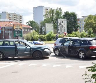 Malbork. Wypadek na skrzyżowaniu al. Rodła i ul. 17 Marca [ZDJĘCIA]. 1 osoba ranna po zderzeniu