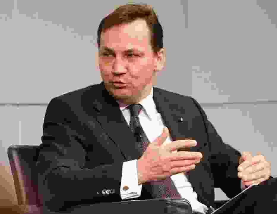 Minister Sikorski szykuje kadrową rewolucję w dyplomacji