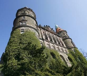 Tragedia w Zamku Książ. Ukrainiec rzucił się z dziedzińca kilkanaście metrów w dół