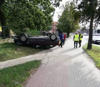 Malbork. Dachowanie BMW na chodniku na al. Rodła, zderzenie auta z ciężarówką na 500-lecia [ZDJĘCIA]