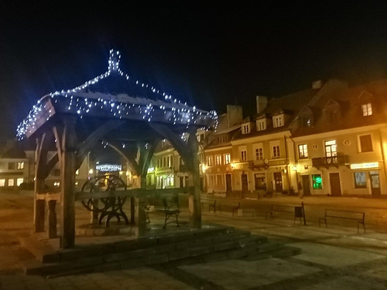 Rynek i stare miasto w Sandomierzu już zdobią świąteczne iluminacje. Jest pięknie [ZDJĘCIA]