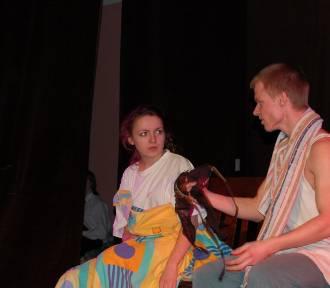 Człuchów. Wiktoria, albo.... dialog macicy z mózgiem - spektakl sceny młodzieżowej dziś (niedziela
