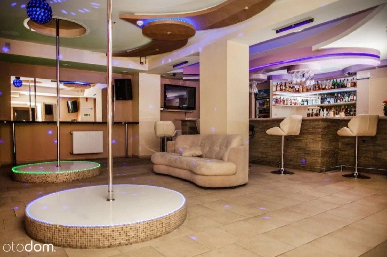 Obiekt hotelowo-gastronomiczny w OpoluBudynek w bazowej cenie oferowany jest wraz z wyposażeniem typu meble , łóżka , sofy itp