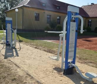 """W ramach projektu """"Aktywne Węsiory"""" powstały dwa urządzenia siłowni zewnętrznej"""