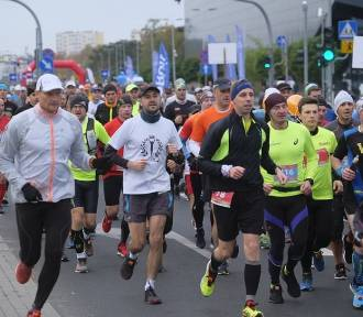 36. Toruń Maraton na ulicach miasta[ZDJĘCIA ZE STARTU]