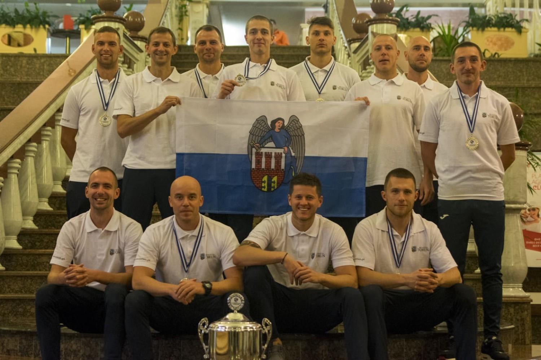 W fazie grupowej Dynamik Herring przegrał z Vinkovci Auto Servic Crnaic (2:3), wygrał z Galway Polonia (3:1), a także zremisował z Bratislava Papalalulu (2:2)