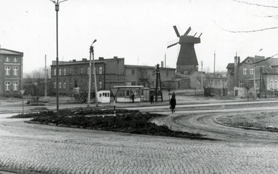 Wiatrak holenderski - niewiele miast w Polsce może się pochwalić obecnością wiatraka w swoim centrum