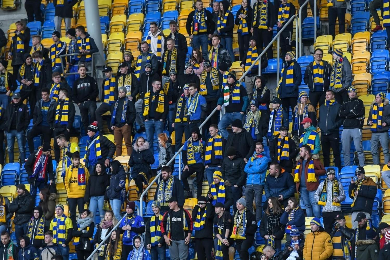 Kibice na sobotnim meczu Arka Gdynia - Pogoń Szczecin