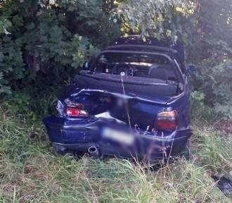 Wypadek na trasie Boguszów Gorce - Czarny Bór. Auto wypchnięte z drogi