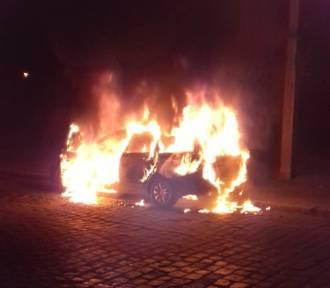 Pożar samochodu przy ulicy Kinowej w Gubinie. Czy to było podpalenie?