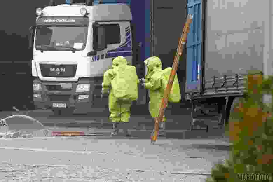 Osiem jednostek straży pożarnej, w tym grupa ratownictwa chemicznego z Kędzierzyna-Koźla, usuwa skutki wycieku podchlorynu sodu, do którego doszło na terenie jednego z przedsiębiorstw przy ulicy Głogowskiej w Opolu