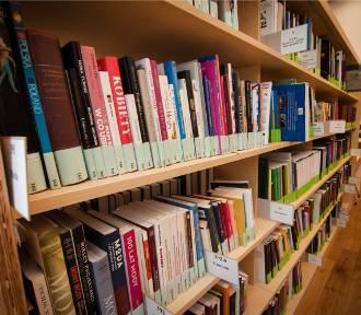Biblioteka na Koszykowej oddaje książki ZA DARMO. Wybierz coś dla siebie!