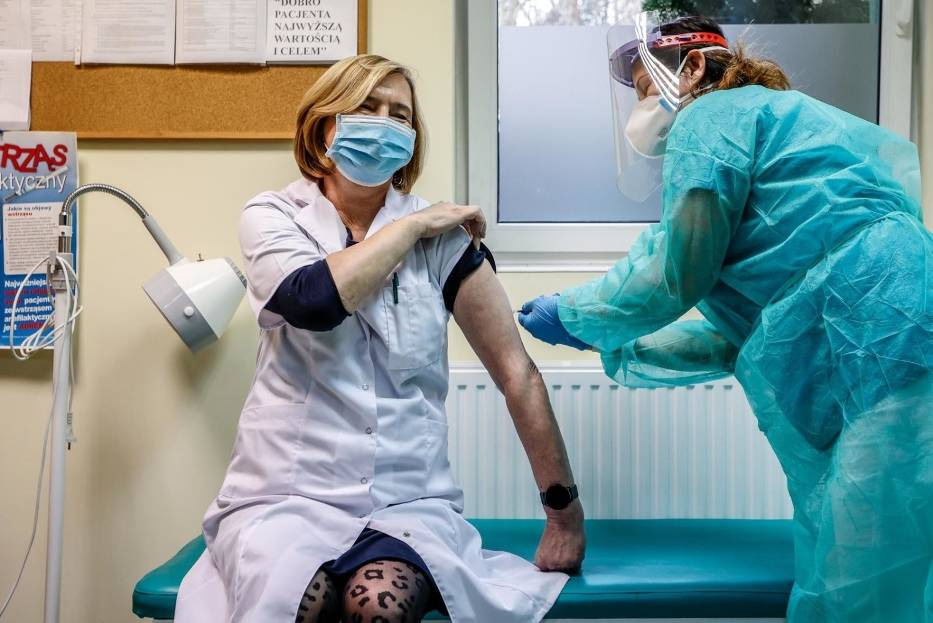 Jak długo chronić będzie szczepionka przeciw koronawirusowi?