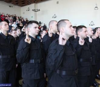 Oto nowi, dzielni policjanci, którzy właśnie złożyli ślubowanie [ZOBACZCIE ICH WSZYSTKICH]