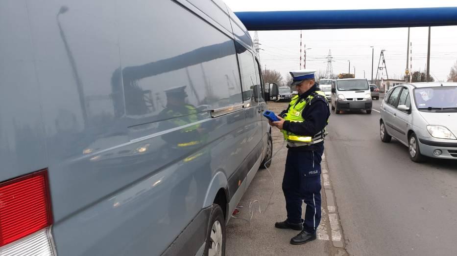 Wczoraj policjanci z toruńskiej drogówki skontrolowali w sumie ponad 200 pojazdów