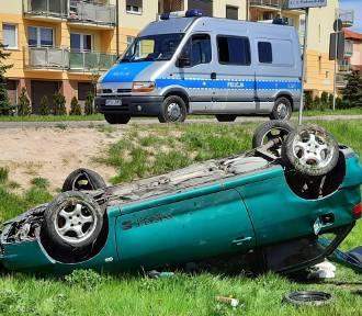 Auto dachowało na Armii Krajowej. Kierowca pijany. ZDJĘCIA