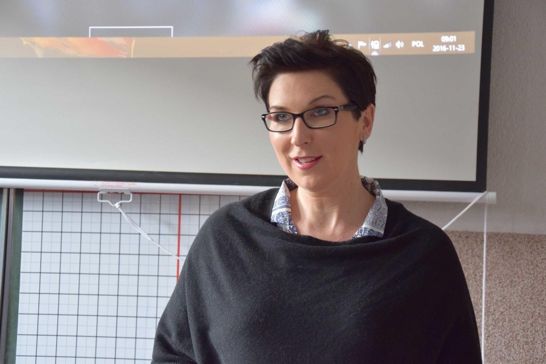 Katarzyna Osos prowadzi zajęcia