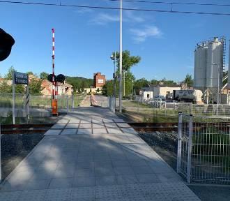 Trwają prace przy budowie dojścia do przystanku kolejowego. Będzie ładnie i bezpiecznie