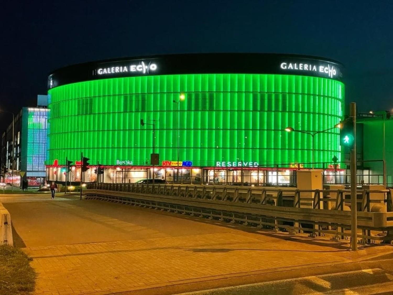 Wieczorem Galeria Echo, WDK i Targi Kielce zrobiły się całe zielone. Wiemy dlaczego [ZDJĘCIA]