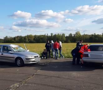 Auto wjechało w ludzi na lotnisku. Są ranni (FOTO)