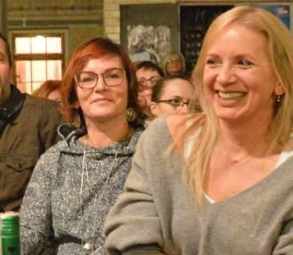 Marzena Rogalska działała w Zagłębiu Kabaretowym, teraz przyjeżdża do nas z książką