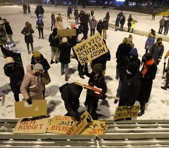 Strajk kobiet w Gliwicach. Protestujący zebrali się na Placu Krakowskim. ZDJĘCIA