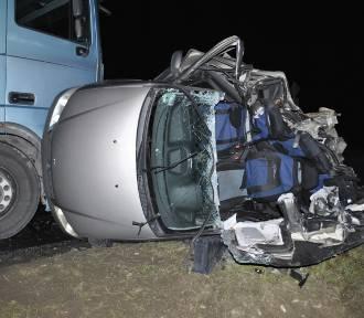 Tragiczny wypadek w gminie Rząśnia. Nie żyje 56-letni kierowca osobówki