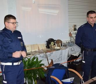 Radziejowscy policjanci spotkali się z seniorami, by porozmawiać o bezpieczeństwie na drogach