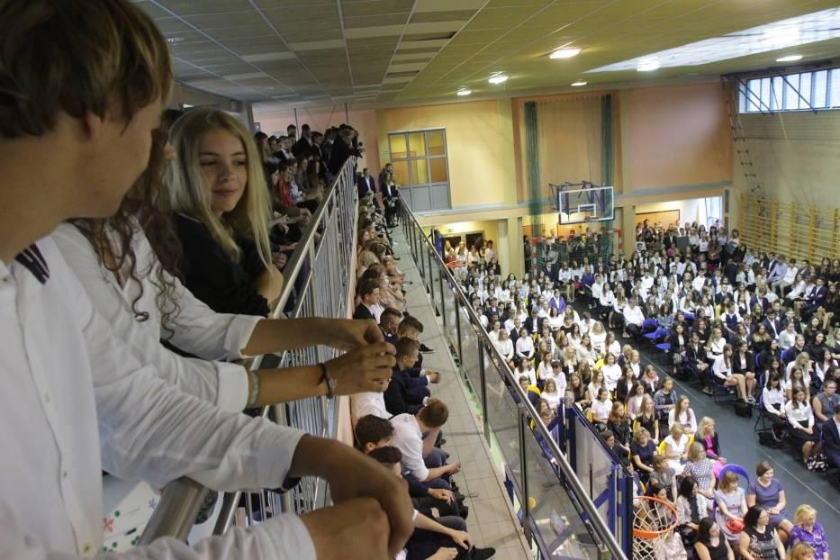 W II LO w Katowicach nowy rok szkolny rozpoczęli dzisiaj (2 września) między innymi uczniowie z łącznie 16 klas pierwszych